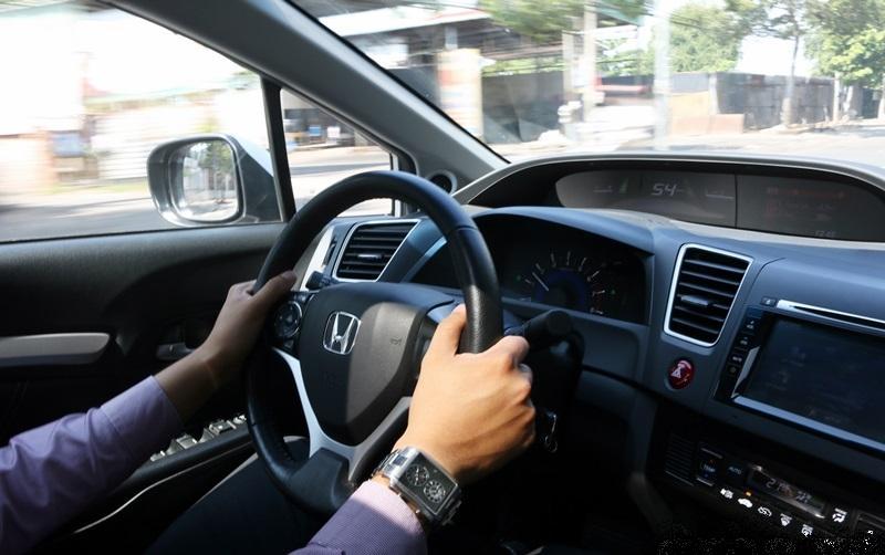 Một số kinh nghiệm học lái xe ô tô b2