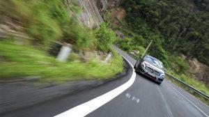 Một số kinh nghiệm vàng khi lái xe ô tô trên đường đèo