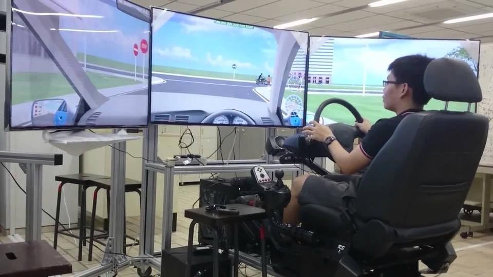 Học lái xe ô tô bằng mô hình thực tế ảo
